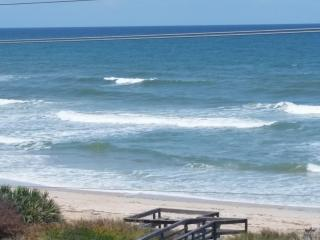 Oceanfront Paradise, 2bedroom Condo, Minutes Away, Ormond Beach