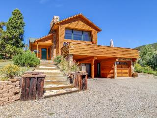 Stunning home with mountain/lake views, room for eight!