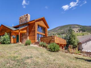 Gorgeous home with room for 7, spectacular views, fireplace!, Dillon