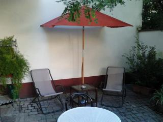 Romantic 1 Bedroom with Garden, Parking, and Wifi, Florencia