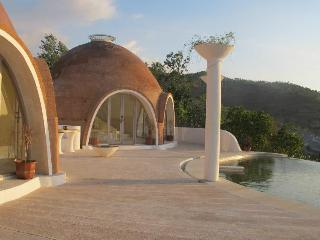 2BR Mentigi Bay Lombok Villa with private pool, Tanjung