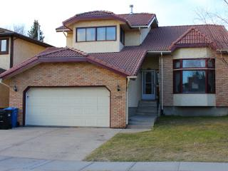 Amazing 6 bdrms Furnished House Edgemont NW, Calgary