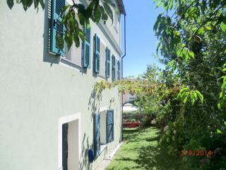 Way to garden and entrance 1 //  Accesso al giardino ed entrata 1