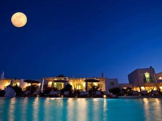 'Naoussa Bay Villas' complex- Villa Chryssi Akti
