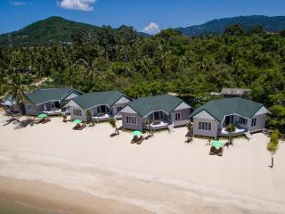 Stunning Beachfront Villa (V2), Ko Samui