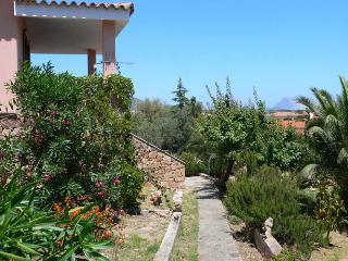 Casa San Teodoro con jardín cerca del centro ST3