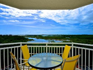 Rum Cay Suite Pristine beach condo with pool and hot tub access!, Key West