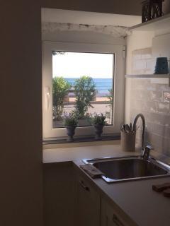 Vista mare dalla cucina