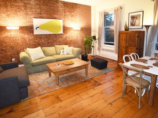 Big 2 bed/2 bath w/fireplace (3rd fl), E. Village, New York City