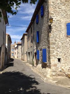 Rue des Ramparts in Trausse is around the corner.