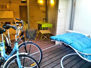✌ 21 STEPS TO TRUMPELDOR BEACH! + 2 Bikes & Porch, Tel Aviv
