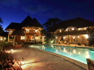 Luxury Villa Ndoto - Cook,Pool,Cave & Waterfalls, Diani Beach