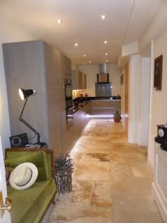 Excellent kitchen, fully equipped for a snack or gourmet four courses.