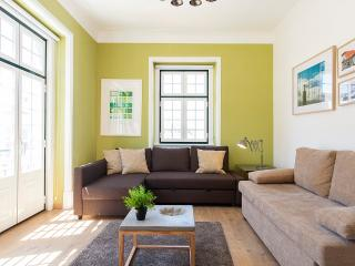 SUNNY CHIADO w VIEW, 4 ROOMS 15 People, Lisbon