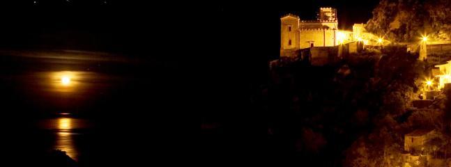 savoca: 'uno dei borghi più belli d'Italia' Vista notturna, a 3 km