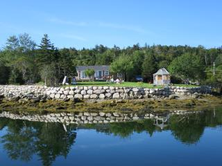 EZ Breeze Seaside Cottage, Head of Jeddore