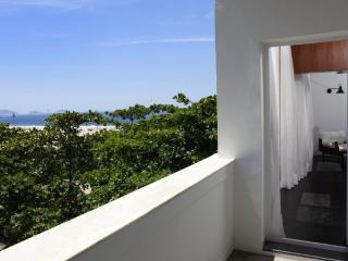 Rio026 - Apartment in Copacabana with balcony and sea view, Rio de Janeiro