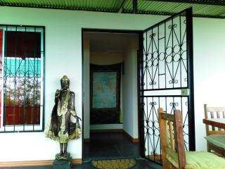 The Buddha's Den. 2 BR Eco Home, Ocean View, Beach, Santa Teresa