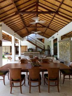 Maharaj - Dining & living area