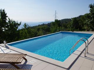 House Ivulici. Pool, garden and stunning sea view!, Lovran