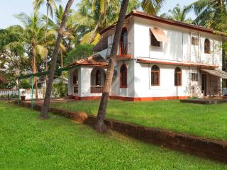 3 bedroom Pet-friendly Villa in Calangute #GOA with Pool Table and large garden!