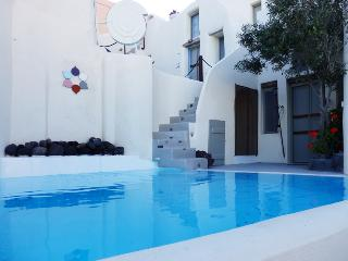 Timedrops Santorini Venetian Luxury Villa, Emporio