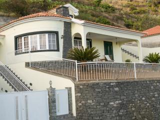 Villa Andorinha, Arco da Calheta