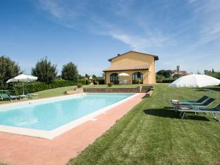 Villa with private pool walking distance to town