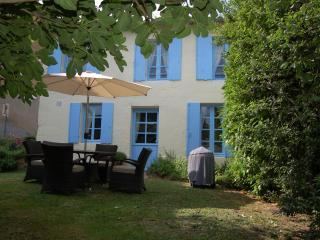 Les Volets Bleus at La Flotte, Mortagne-sur-Gironde