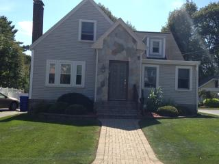 THREE BEDROOM 2 FULL BATHS MINUTES FROM BOSTON, Newton