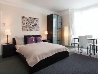 Deluxe family guest room in Chiswick, West London