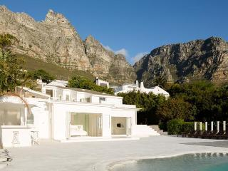 Large Idyllic Camps Bay Villa - Two Views