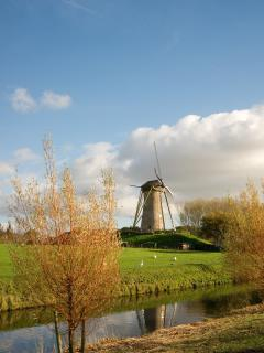 The windmill of Hoofddorp, just a 5 min. walk away (copyright: edwindejongh)