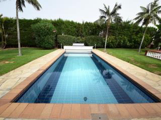 San Benito - with private heated pool, Jacuzzi, unlimited wifi