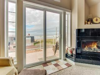 Walk your dog across the street to the beach from this Oregon coast home!, Rockaway Beach
