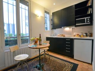 Romantic Cocoon apartment in 14eme - Montparnasse with WiFi.