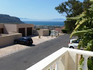 Charming self catering bachelor pad, Fish Hoek