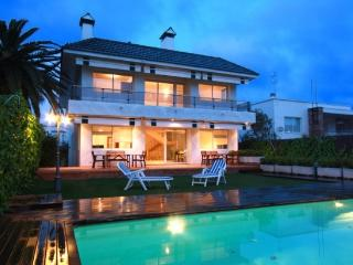 Centre Villa, 200m to the beach with private pool, Sitges