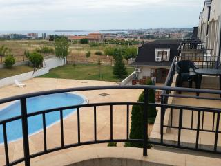 3 Bed Apartment overlooking pool, sea views