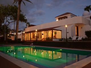 6-bedroom Elite Villa on Playa las Americas beach, Playa de las Américas