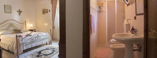 Damask room (deluxe double room) and bathroom