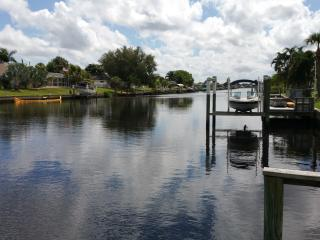 Cozy Waterfront/Private Pool Home-Great location!, Port Charlotte