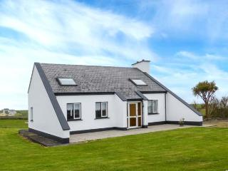 ATLANTIC VIEW, detached, pet-friendly, garden, open fire near Miltown Malbay, Re