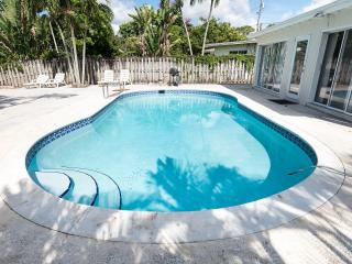 Newly Renovated Waterfront furnished Property with Pool, Fort Lauderdale