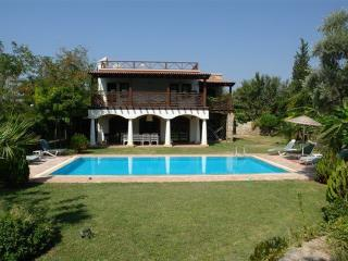Bitez Holiday Villa BL297295424