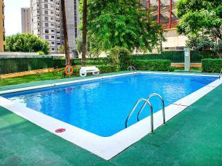 BENIDORM (6/7 Pax) Pool/Parking LEVANTE BEACH