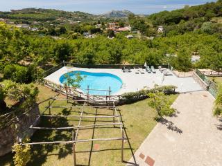 Villa Castore, Sant'Agata sui Due Golfi