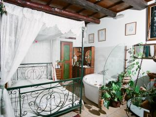'Ifigenia' studios with jacuzzi, La Canea