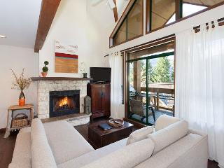 Northern Lights 29 | Ski-in Access, Vaulted Ceilings, Scenic Views, Hot Tub, Whistler