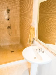 Ground Floor Double Room - En Suite with Walk In Shower / Wet Room